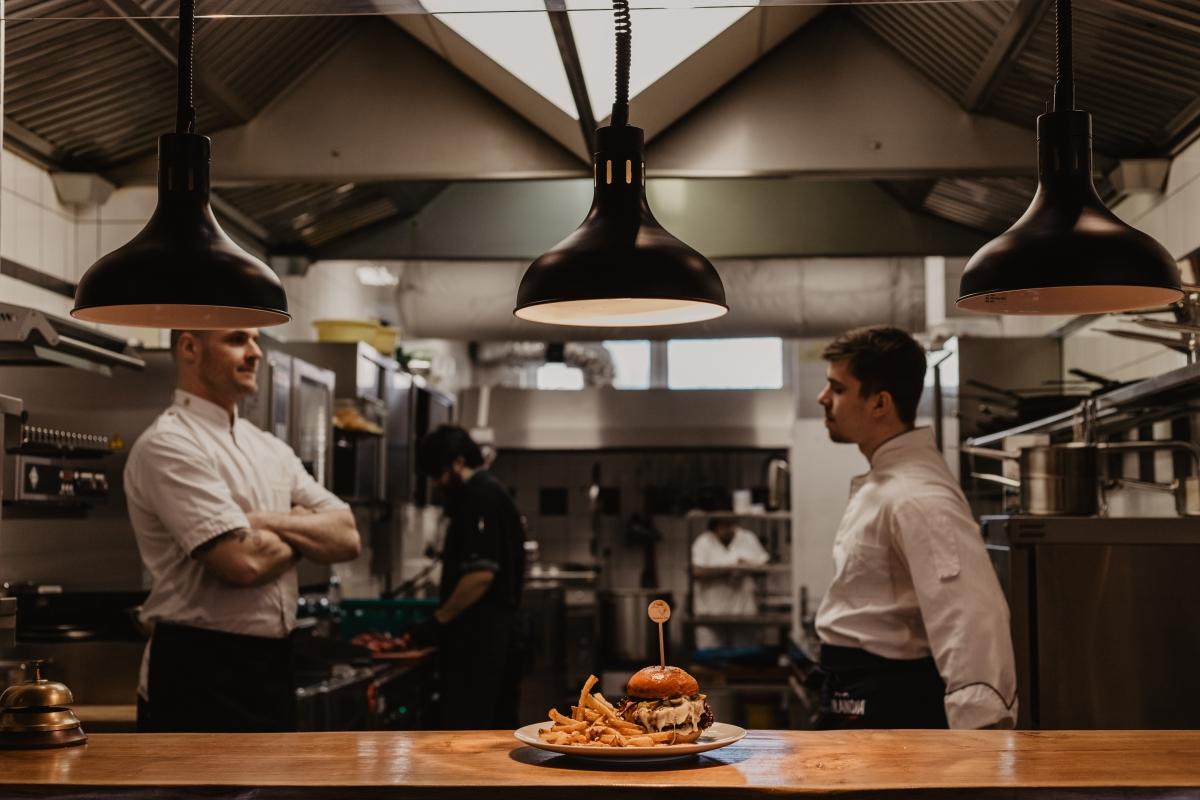 Fungující tým kuchařů.